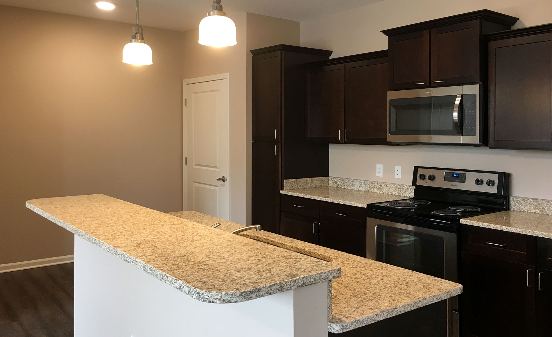 Lee S Summit Pet Friendly Apartments Near Me For Rent In Lee S Summit School District Luxury Two Bedroom One Bath Lees Summit Apartment In Lee S Summit Mo With Fitness Center 2 Salt Water